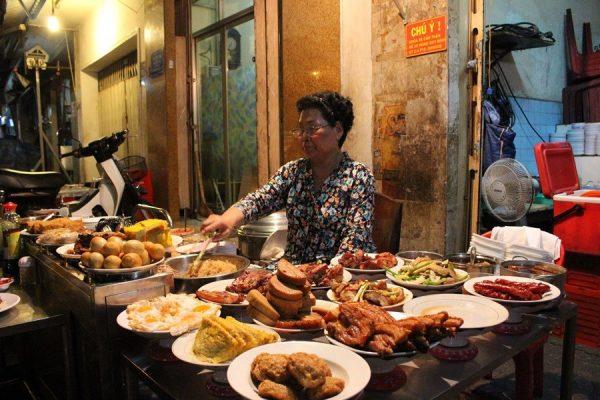 Món ngon vỉa hè Sài Gòn