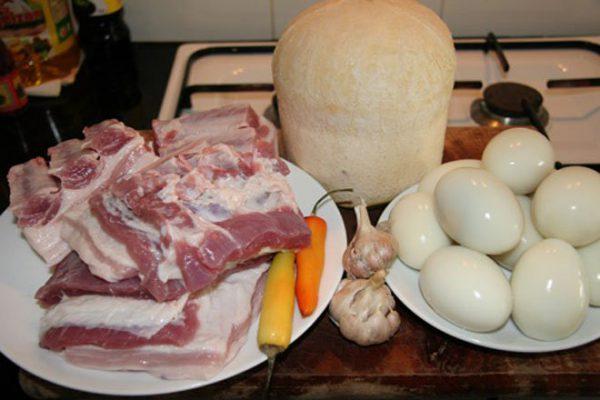 Thịt kho trứng nhà làm