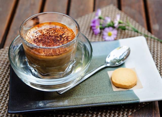 Pha cà phê trứng tại nhà