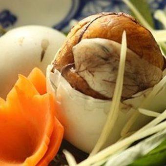 Ăn trứng vịt lộn đúng cách